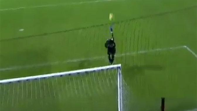 Вратарь забил гол ударом через все поле