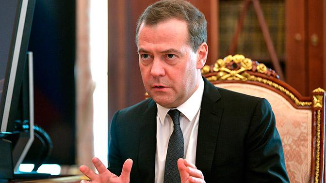 Медведев призвал российских спортсменов, отстраненных от ОИ, обращаться в суд