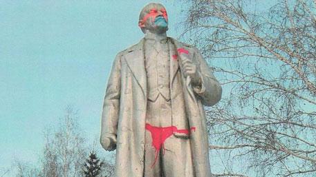 Памятник Ленину снова осквернили в Новосибирске