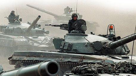 НАТО стягивает тяжелое вооружение к границе - Минобороны Белоруссии