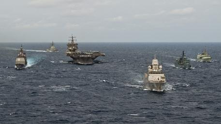 Четыре боевых корабля НАТО направляются в сторону Крыма