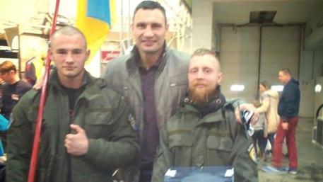 Кличко сфотографировался с нацистами