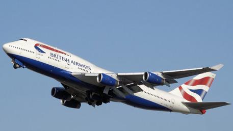 Мужчина выпал из самолета British Airways во время полета
