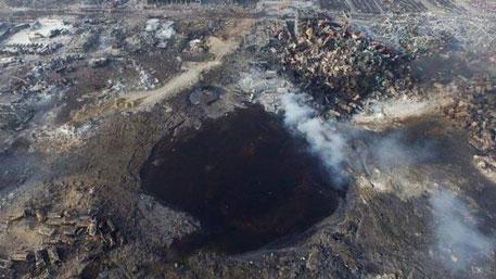 Гигантская воронка образовалась на месте взрывов в Тяньцзине