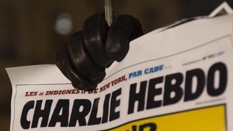 Charlie Hebdo повторно высмеял жертв серии терактов в Париже