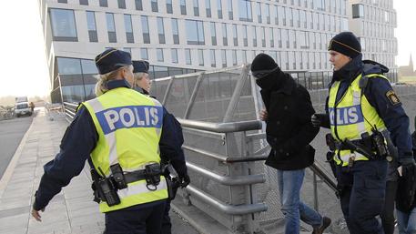 Полиция Швеции рассказала о новых случаях сексуальных домогательств со стороны мигрантов