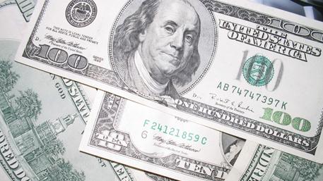 В Deutsche Bank заявили о необходимости девальвировать доллар