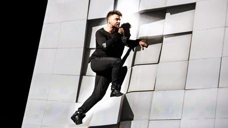 Сергей Лазарев упал с декорации во время репетиции
