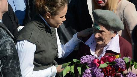 Облитая зеленкой 9 мая в Славянске ветеран жива