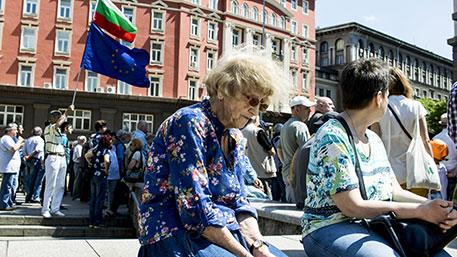 Толпа митингующих в Болгарии требует незамедлительного выхода страны из НАТО