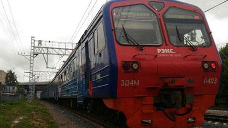 Тестовый поезд МКЖД не вписался в платформу и поцарапался о бетон