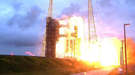 В США запустили в космос ракету с двумя спутниками-разведчиками