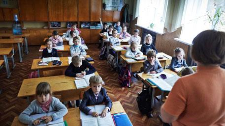 В Киеве отменили школьные линейки