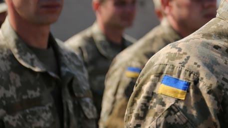 Пьяная компания во главе с полицейским избила ветерана АТО на Украине