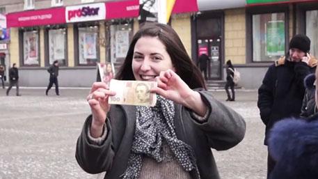 Лесбиянка снимает девочек на улице