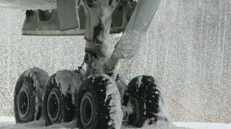 Самолет Ту-134 экстренно сел в Якутии из-за сигнала об отказе двигателя