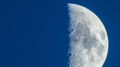 Ученые назвали точный возраст Луны