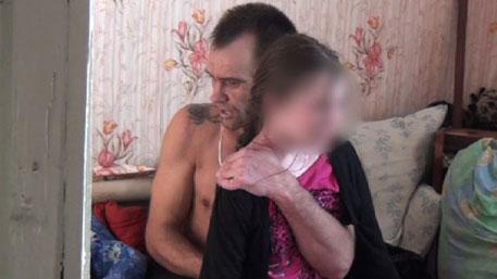 Кадры захвата 13-летней школьницы в заложники в Омске: оперативное видео