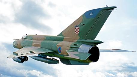 Падает, как кирпич: украинские истребители ломаются в воздухе в Хорватии