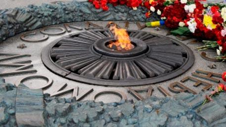 Вандалы сдали на лом детали Вечного огня в Киеве