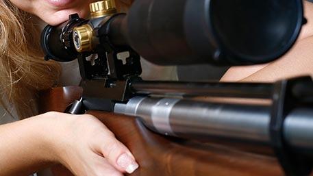 В Донбасс прибыли женщины-снайперы из Европы