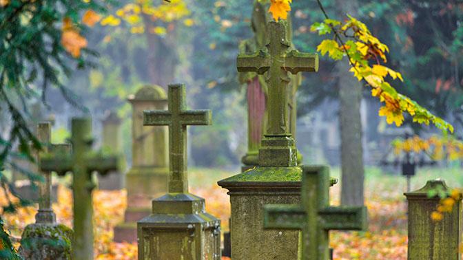 На кладбище в Эстонии хотят запретить хоронить русских