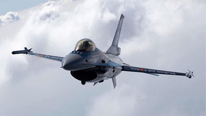Су-27 отпугнул F-16 от самолета Шойгу, качнув крыльями