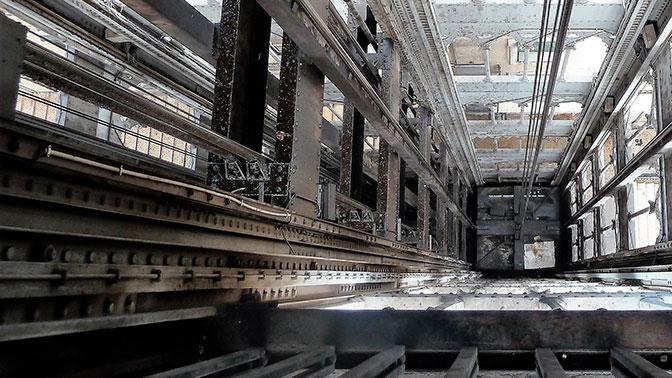 Заполненный людьми лифт сорвался в высотном доме в Челябинске