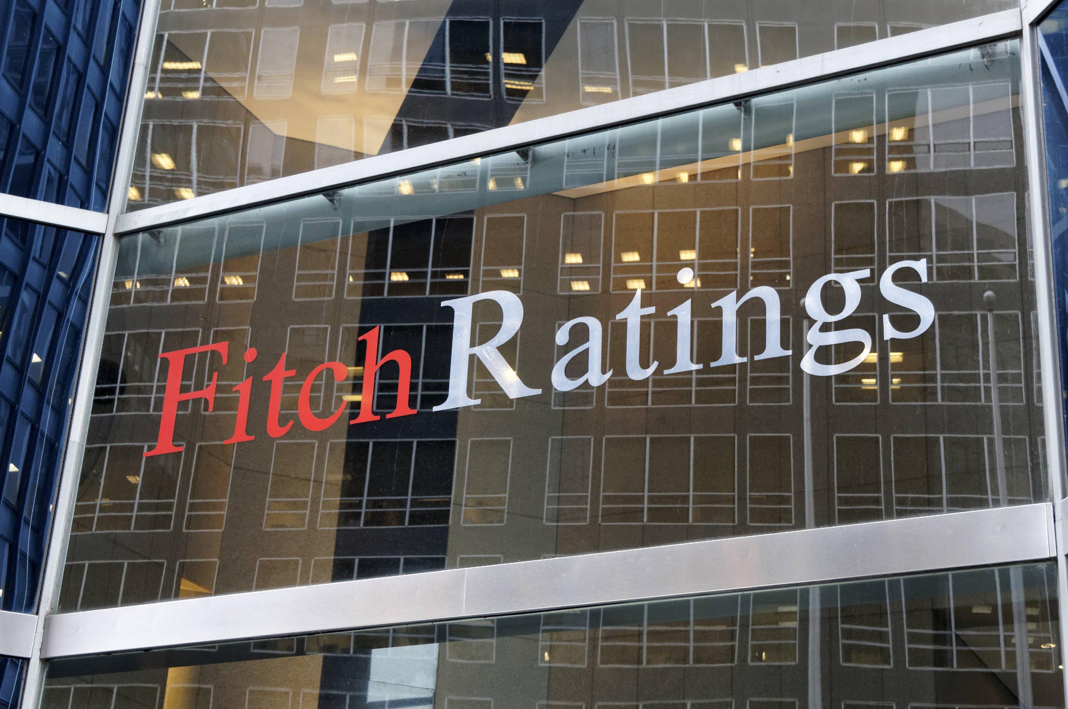 Fitch nâng bậc xếp hạng tín nhiệm của Nga