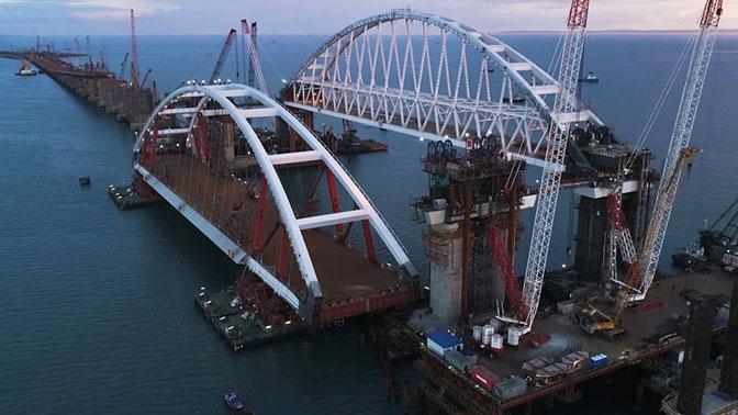 Автодорожная арка Крымского моста доставлена к месту установки