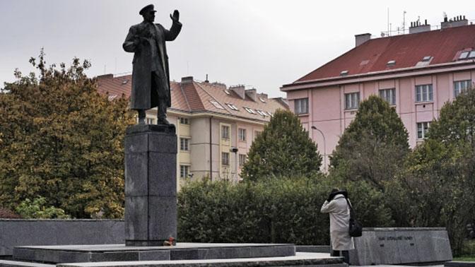 ВПраге разрисовали монумент советскому маршалу Коневу