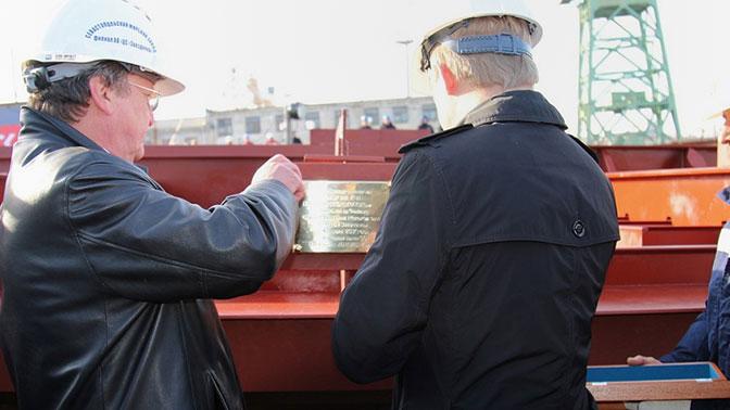 НаСевморзаводе заложили 1-ый задесятки лет тяжелый плавкран