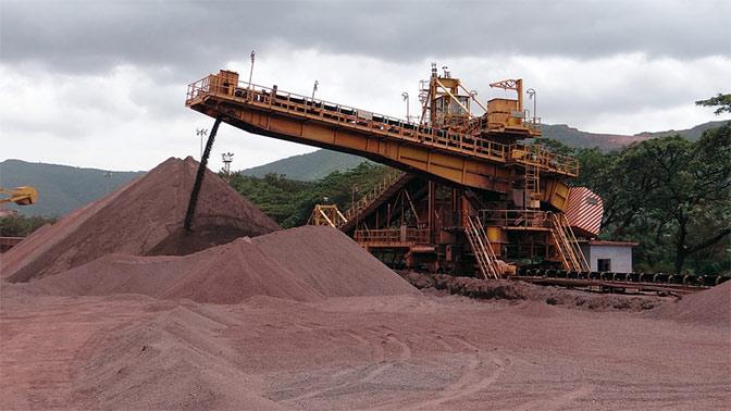 Неменее 200 украинских шахтеров остались заблокированы под землей без света