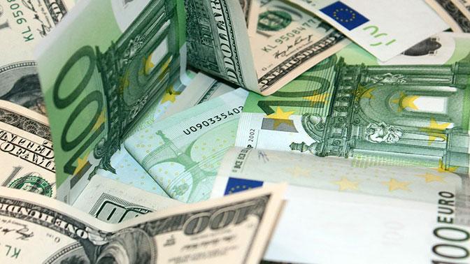 Россияне охладели к доллару и евро