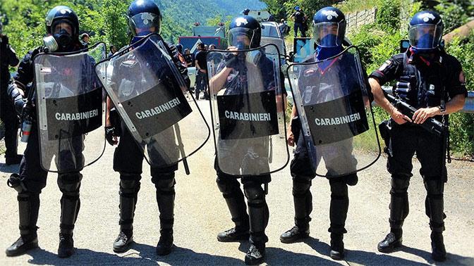 Возле отделения карабинеров в Риме сработало взрывное устройство