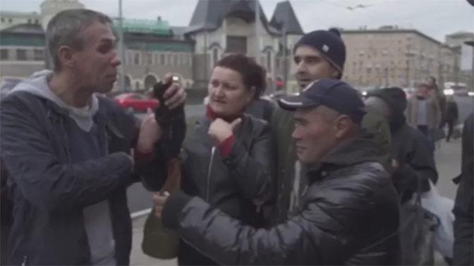 Доигрался. Скандалист Алексей Панин стал жить сбездомными навокзале в столице России