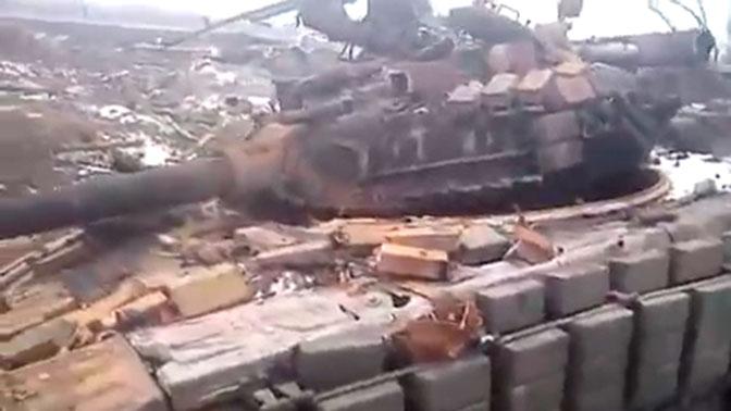 СМИ опубликовали новое видео украинских танков, предположительно сожженных в котле под Дебальцево