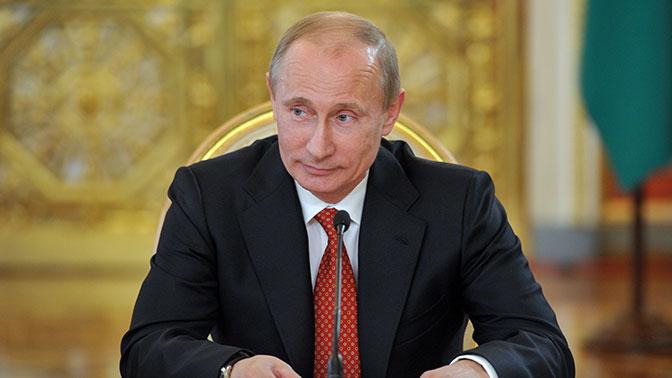 Владимира Путина наградили Золотой медалью Фракийского университета вГреции