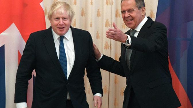 Руководителя МИДРФ и Англии обменялись шутками про доверие