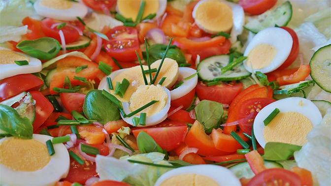 Голодный украинец съел втуалете супермаркета украденный салат иотказался платить