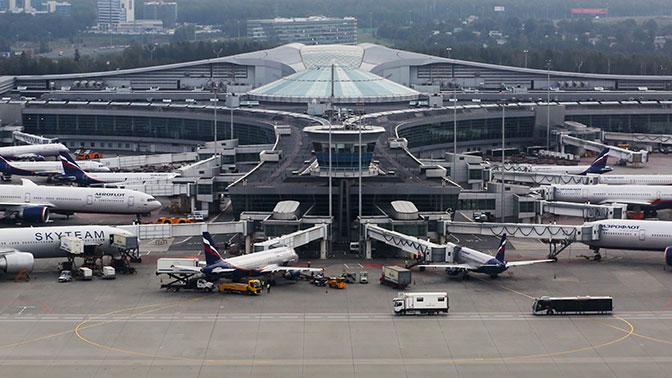 Аэропорты столицы работают сперебоями из-за снегопада