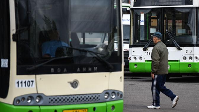 Насевере столицы автобус ушел смаршрута ипротаранил авто