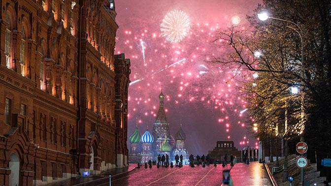 Граждан столицы попросили оставить свои автомобили вдни новогодних праздников