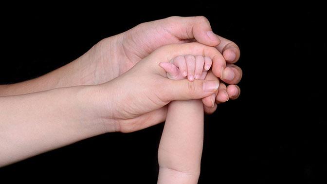 В РФ упростили процедуру усыновления детей