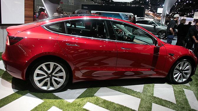 Названы сроки начала продаж новой Tesla в России