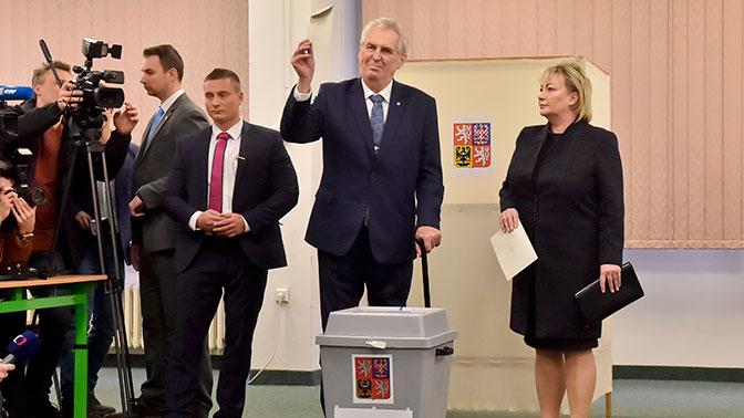 Земан лидирует на президентских выборах в Чехии