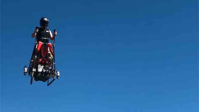 Изобретатель реактивного ховерборда представил летающий сегвей Zapata Ezfly