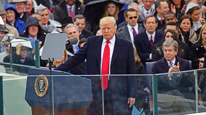 Вгодовщину инаугурации Трампа вСША прошли многотысячные протесты