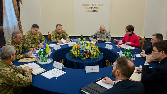 Волкер обсудил сначальником генштаба ВСУ ситуацию вДонбассе
