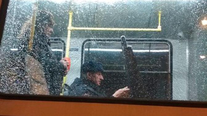 Подростки обстреляли трамвай вПетербурге